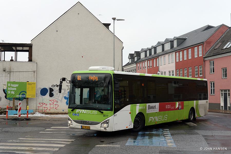Keolis 3517/AZ20245 på hjørnet af Frederiksgade og Benediktsgade i Odense den 26. januar 2019