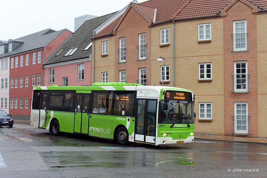Keolis 3665/VS88499 på hjørnet af Frederiksgade og Nyborgvej i Odense den 26. januar 2019
