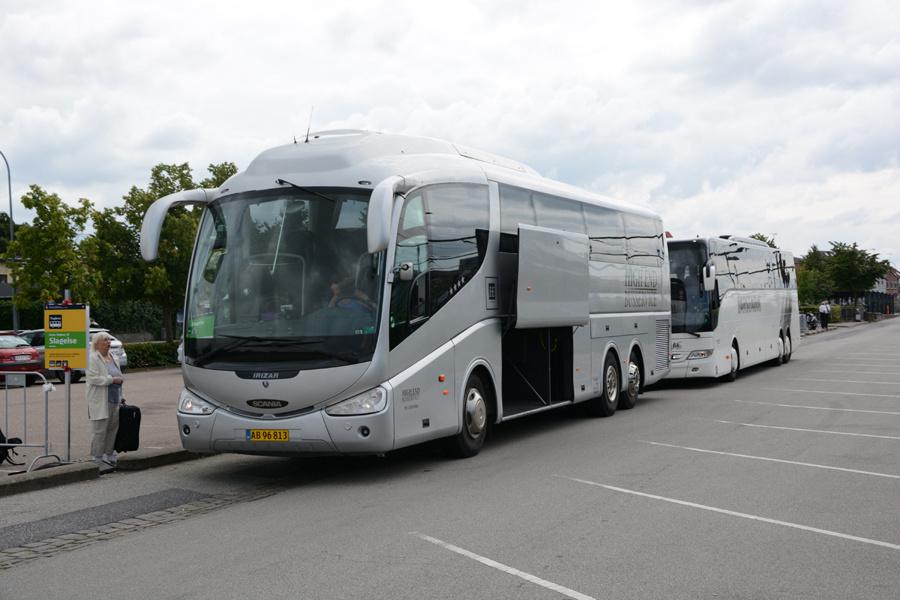 High End Busservice AB96813 ved Roskilde Station den 26. juli 2017