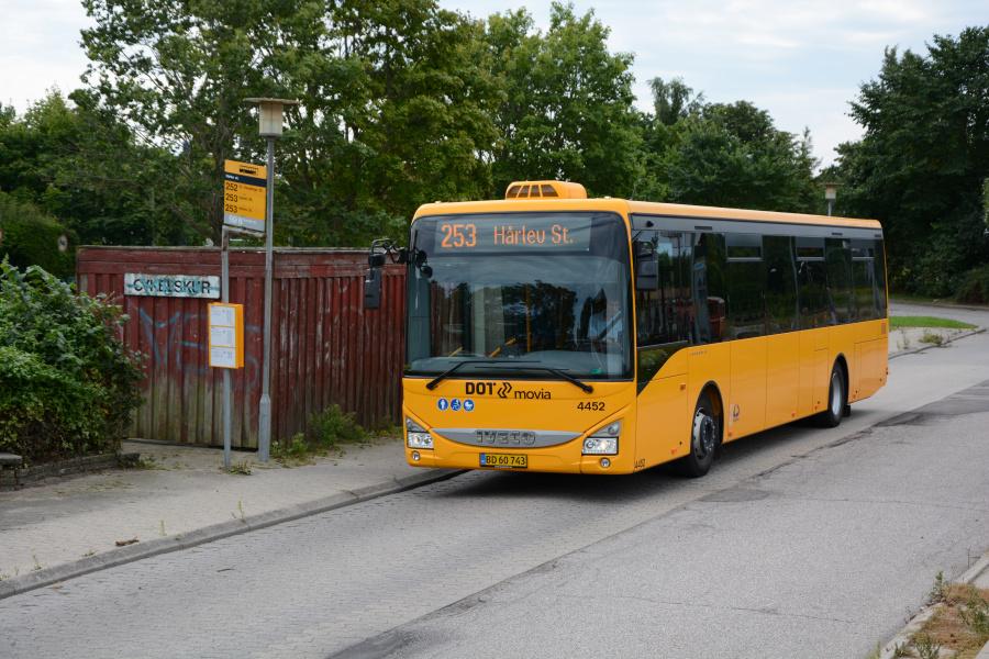 Lokalbus 4452/BD60743 på Hårlev Station den 15. august 2017