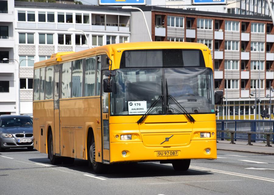 Solsidens Turistfart 10/SU97087 på Limfjordsbroen i Nørresundby den 26. juni 2017
