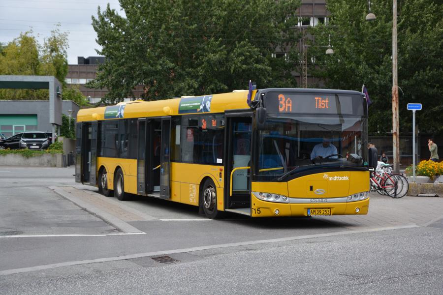 Århus Sporveje 715/AM39253 på  Århus Rutebilstation den 29. juli 2017