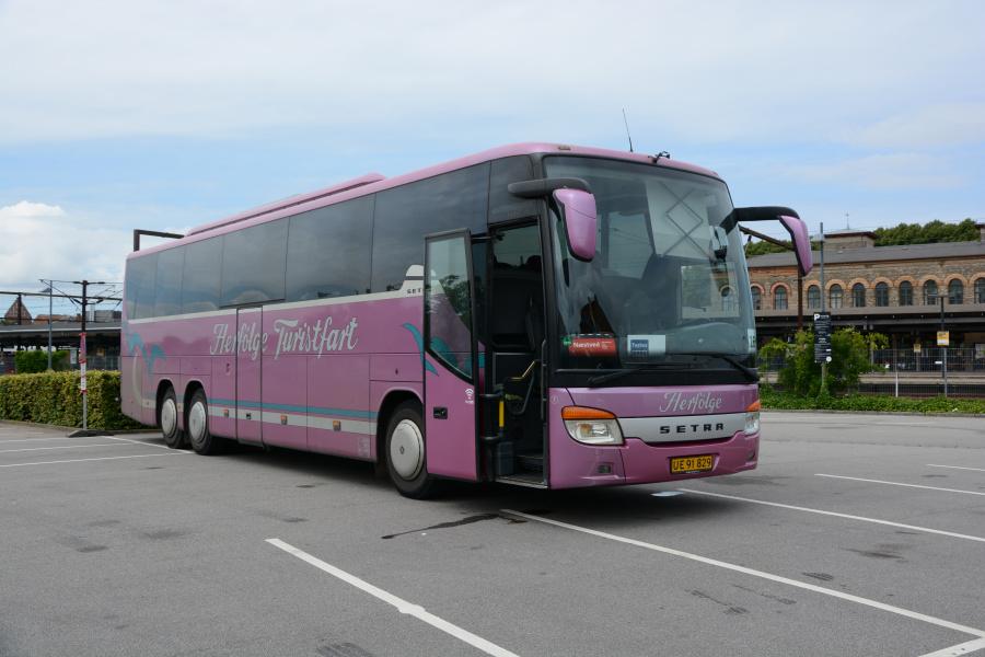 Herfølge Turistfart 7/UE91829 ved Roskilde Station den 26. juli 2017