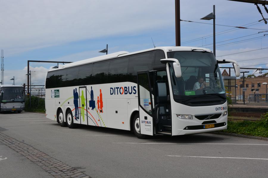 Ditobus 380/BA95215 ved Roskilde Station den 26. juli 2017