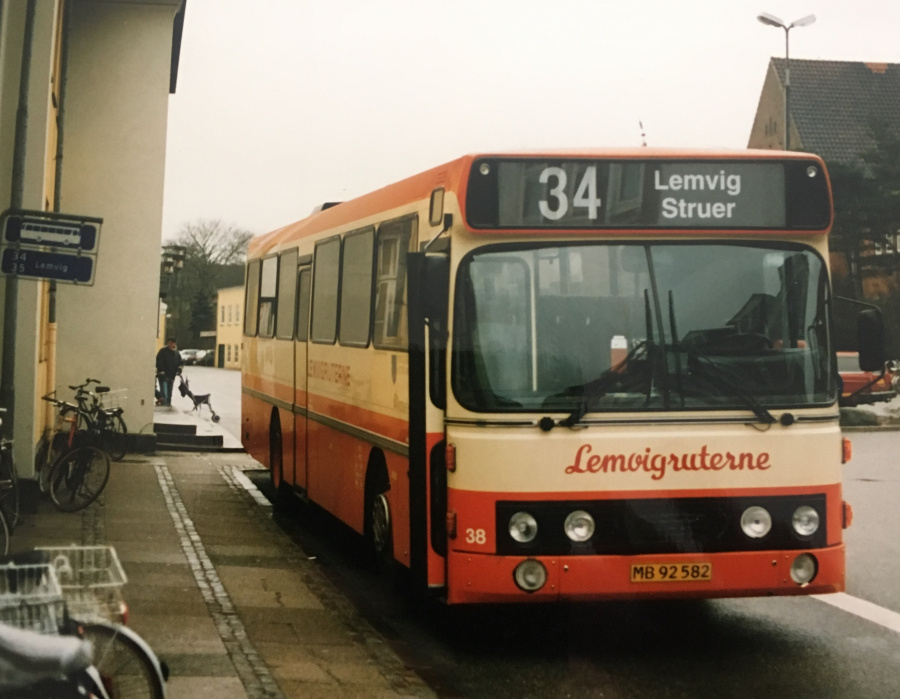 Lemvigruterne 38/MB92582 ved Struer Station i november 1997
