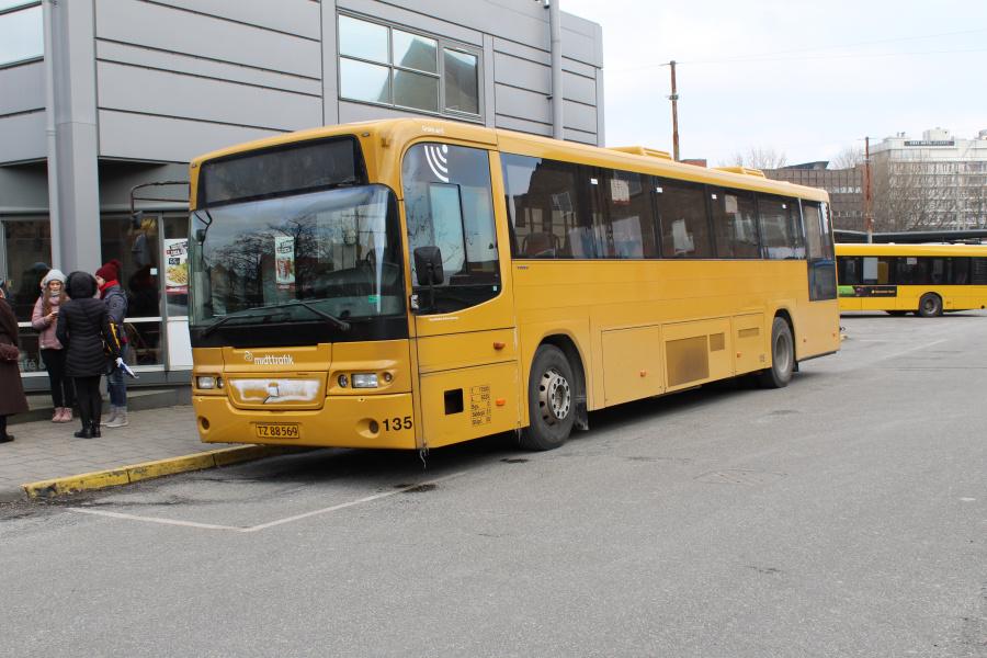 Århus Sporveje 135/TZ88569 på Århus Rutebilstation den 4. marts 2018