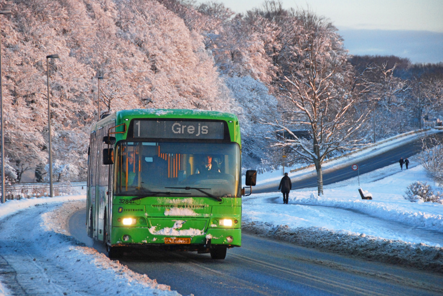 Arriva 3284/SJ89568 på Tirsbæk Strandvej i Vejle den 19. december 2009