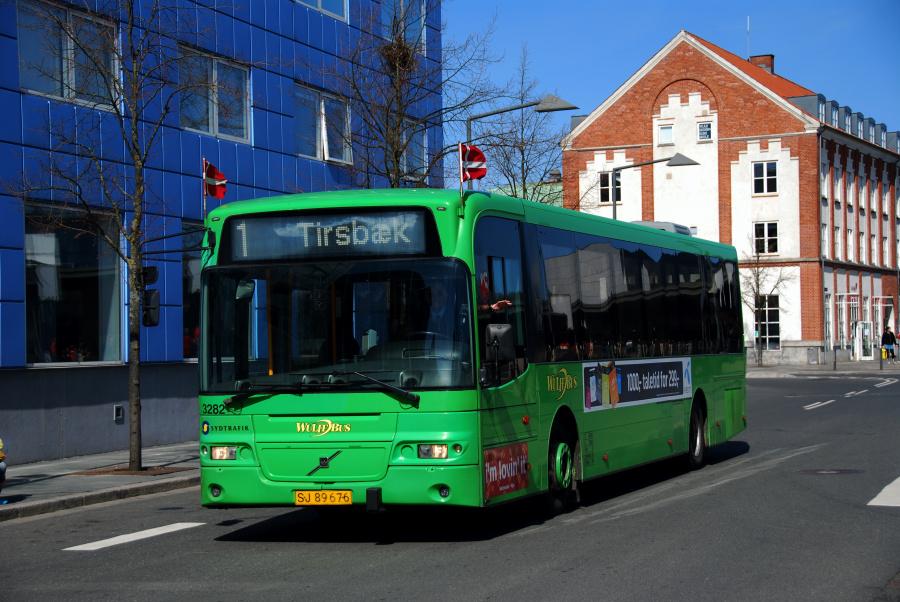 Arriva 3282/SJ89676 på Vejle Trafikcenter den 16. april 2010