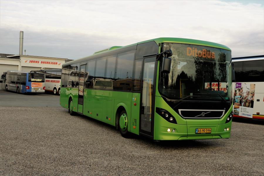 Jørns Rutetrafik 1305/AS90596 i garagen i Brønderslev den 20. juli 2019