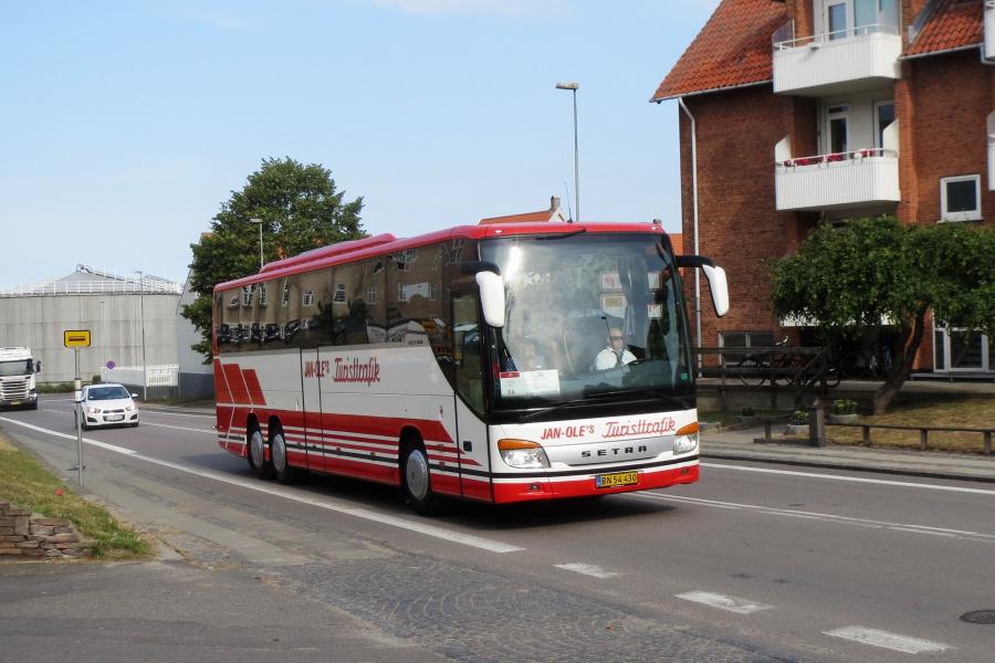 Jan-Oles Turisttrafik BN54430 i Rønne den 19. juli 2019