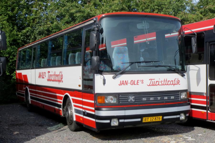Jan Oles Turisttrafik BT12876 i Aarsballe den 20. juli 2019