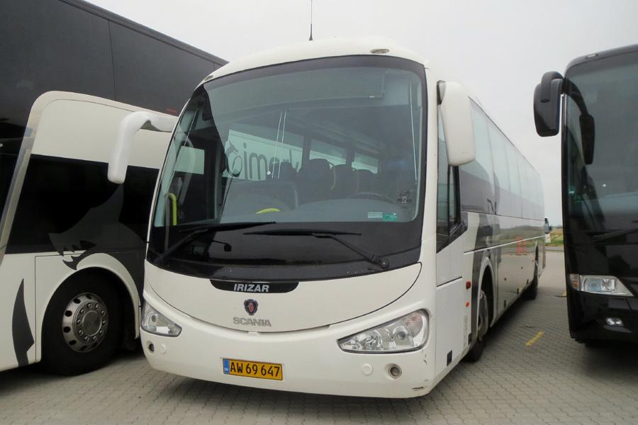 Holstebro Turistbusser 37/AW69647 ved garagen i Holstebro den 13. juli 2019