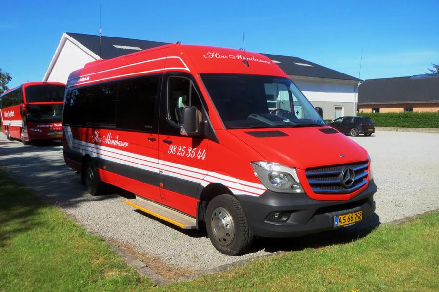 Aalborg Turistfart AS66798 ved garagen i Hou den 10. juli 2019