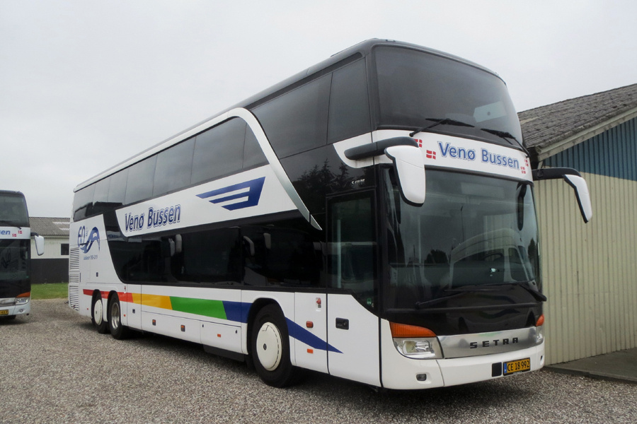 Venø Bussen CE18992 ved garagen i Struer den 13. juli 2019