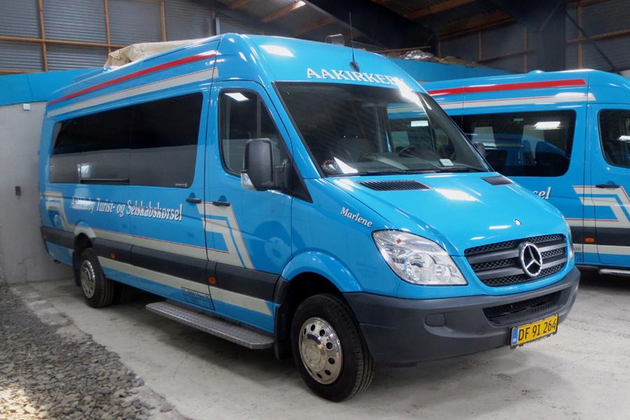 Aakirkeby Turist- og Selskabskørsel DF91264 i garagen i Aakirkeby den 22. juli 2019