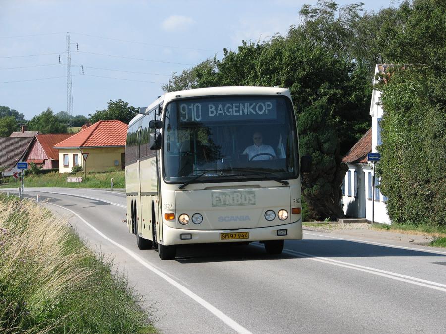 Arriva 2827/SM97944 i Henninge i 2006