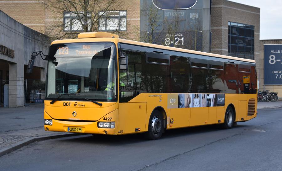 Lokalbus 4427/CW89175 på Roskilde St. den 24. april 2019