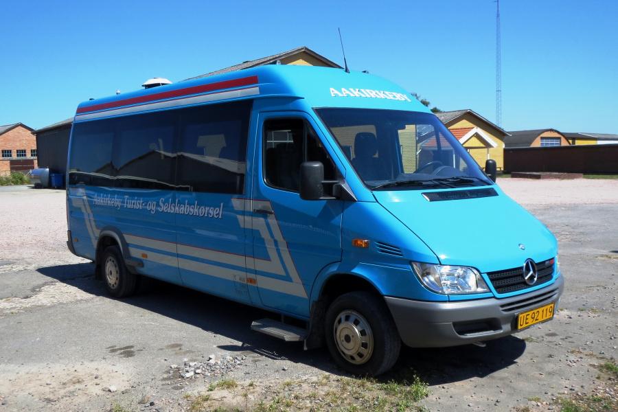 Aakirkeby Turist- og Selskabskørsel UE92119 i Aakirkeby den 22. juli 2014