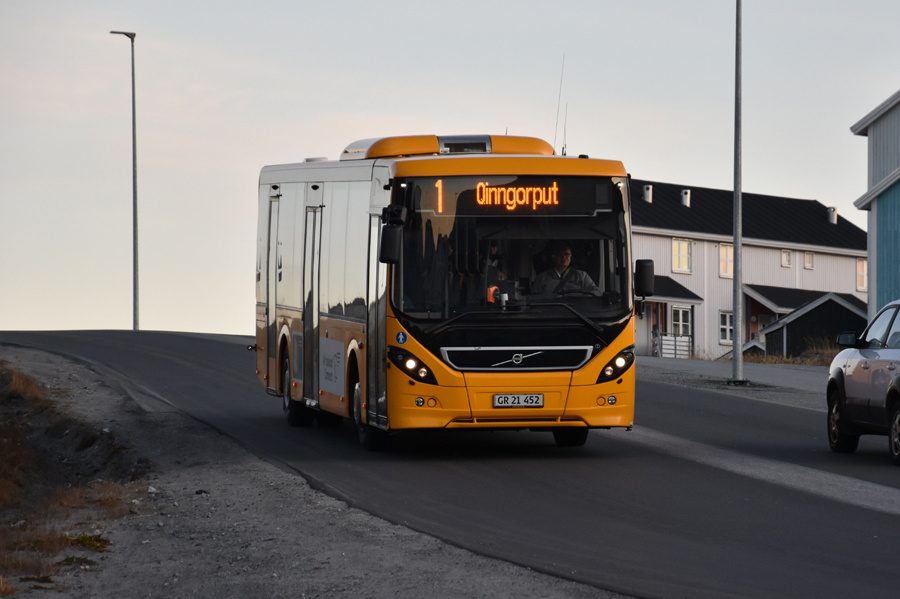 Nuup Bussii 20/GR21452 på 400. Vej i Nussuaq i Grønland den 26. september 2019