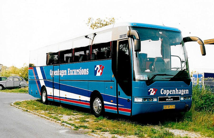 Copenhagen Excursions 22/SD95770 på August Gardes Vej i København den 27. august 2002