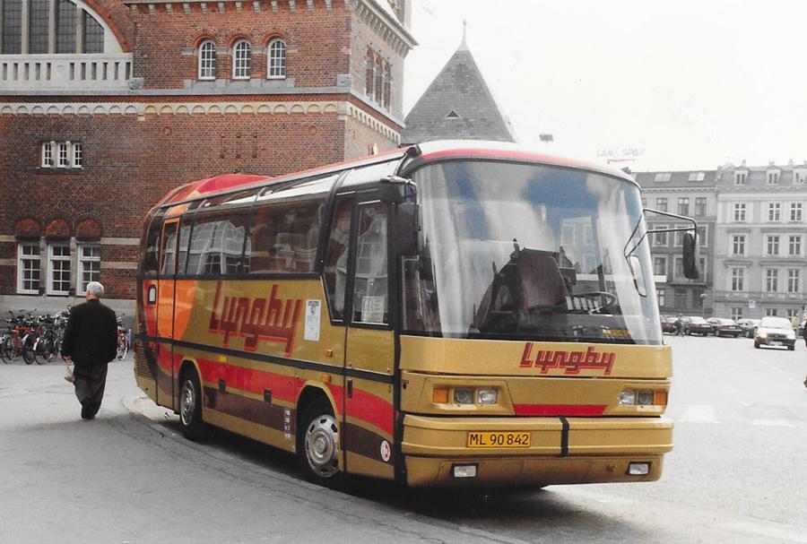 Lyngby Turistfart 3/ML90842 ved Hovedbanegården i København den 22. maj 1996
