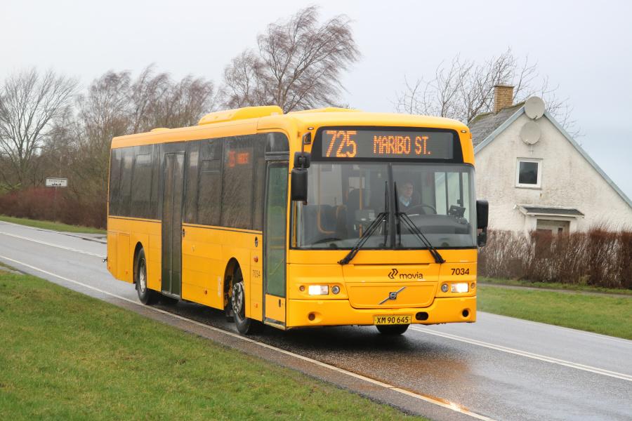 Funch Turisttrafik 7034/XM90645 på Birketvej i Keldernæs den 10. februar 2020