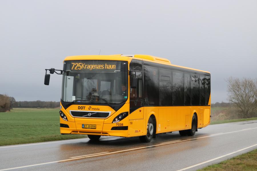 Funch Turisttrafik 7038/BY10056 på Birketvej i Keldernæs den 10. februar 2020