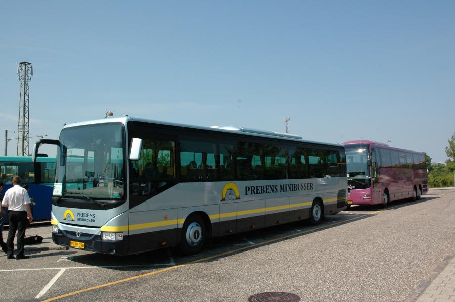 Prebens Minibusser 44/VZ93090 ved Hillerød St. den 3. juli 2010