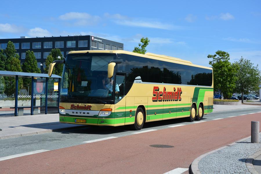 Schmidts Turisttrafik AV87990 ved Herlev Station den 14. juli 2018
