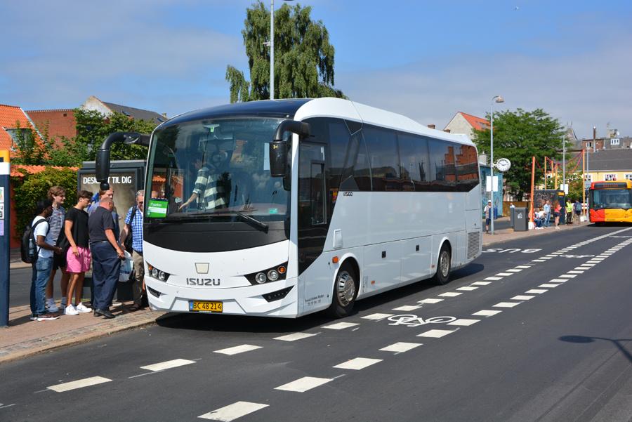 Busselskabet Pletten BC48214 ved Helsingør Station den 15. juli 2018