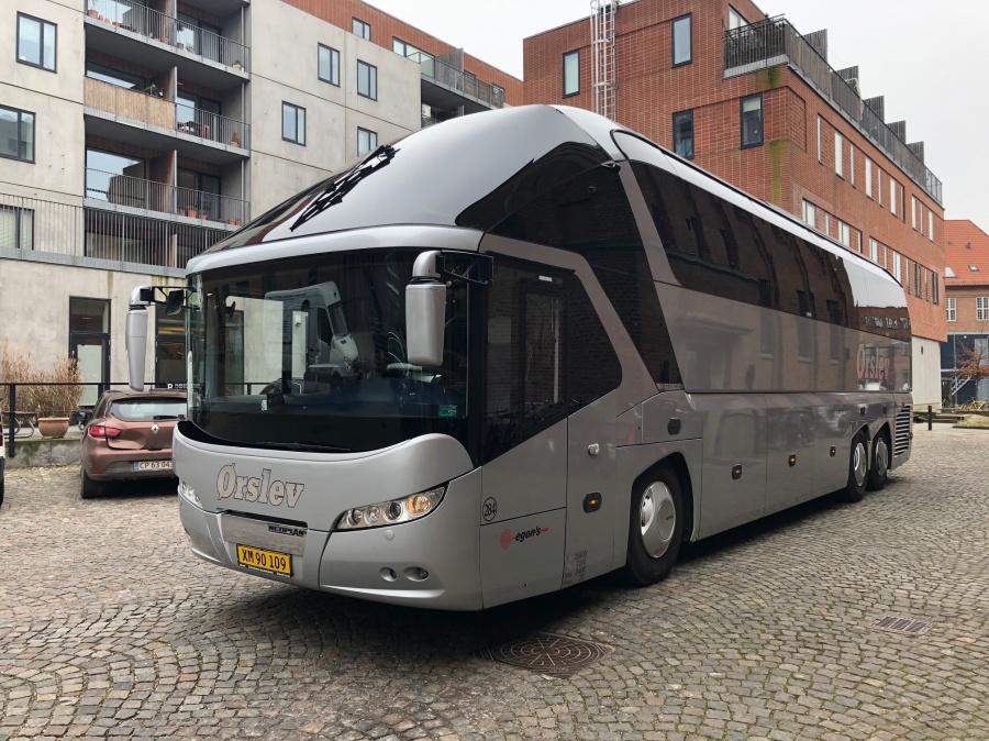 Egons Turist- og Minibusser 284/XM90109 i Valby den 6. marts 2020