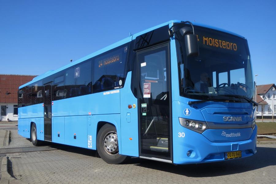Holstebro Turistbusser 30/CE71940 på Lemvig Rutebilstation den 4. april 2020