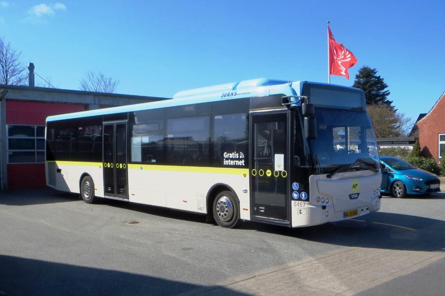 Jørns Rutetrafik 6467/AL24661 i Østervrå den 9. april 2020