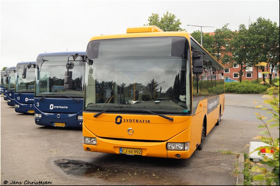 Blåvandshuk Turisttrafik 21/CJ44992 ved Varde Banegård den 5. juli 2020