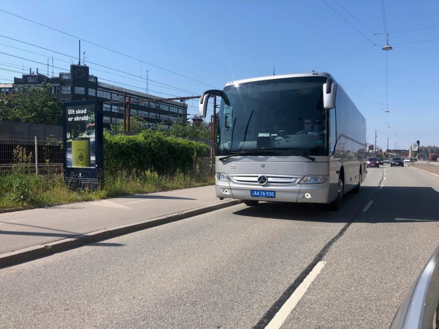 Ambassadebus(?) AA76930 på Kalkbrænderihavnsgade i København den 26. juni 2020