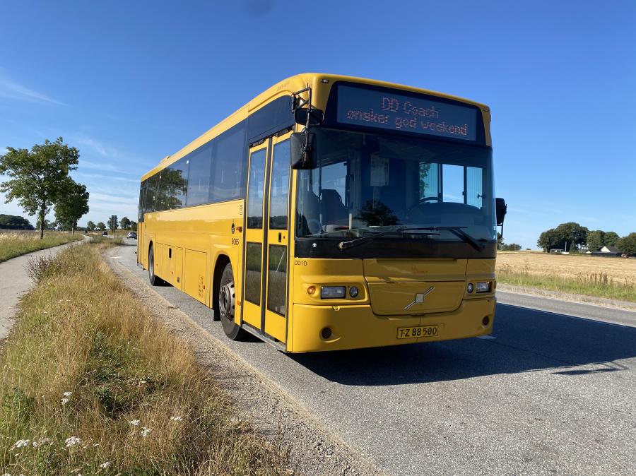 DD Coach DD10/TZ88500 på Elverdamsvej nær Skibby den 14. august 2020