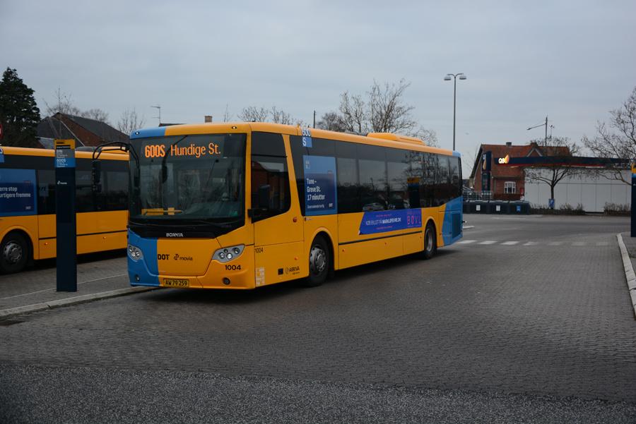 Arriva 1004/AW79259 på Slangerup Rutebilstation den 17. december 2018
