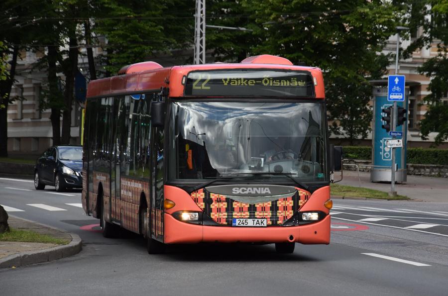 TLT 2245/245TAK på Estonia puiestee i Tallinn i Estland den 6. juli 2020