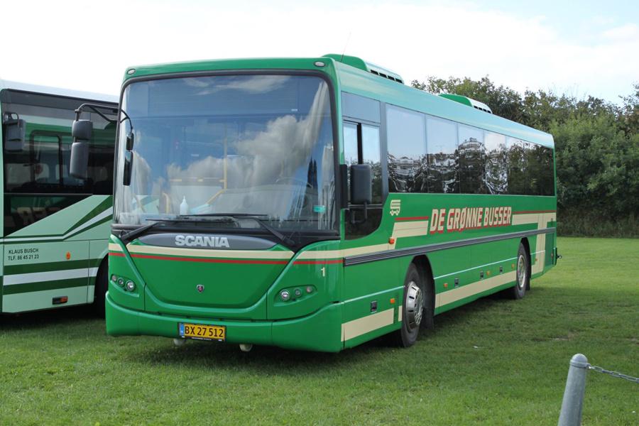 De Grønne Busser 1/BX27512 ved Ribe Vikinge Center syd for Ribe den 10. september 2020