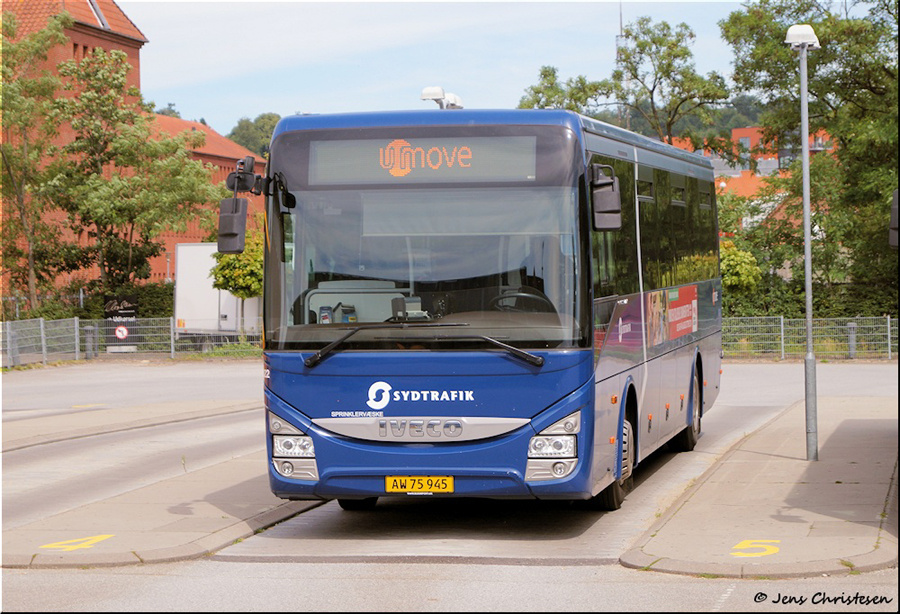 Umove 822/AW75945 ved Aabenraa Busstation den 1. august 2020