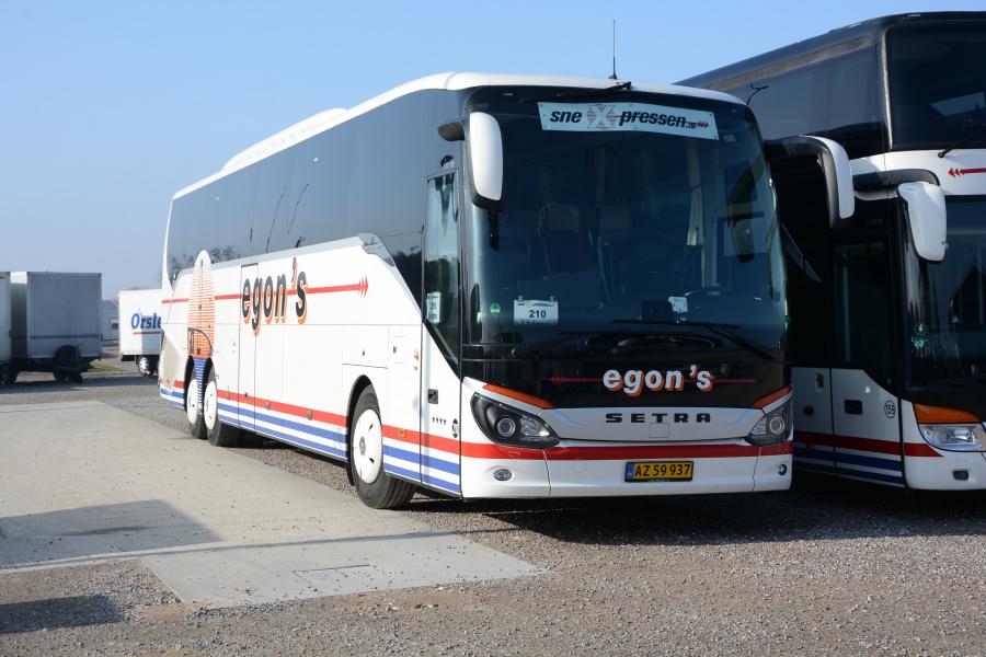 Egons Turist- og Minibusser 210/AZ59937 ved garagen i Slagelse den 26. februar 2019