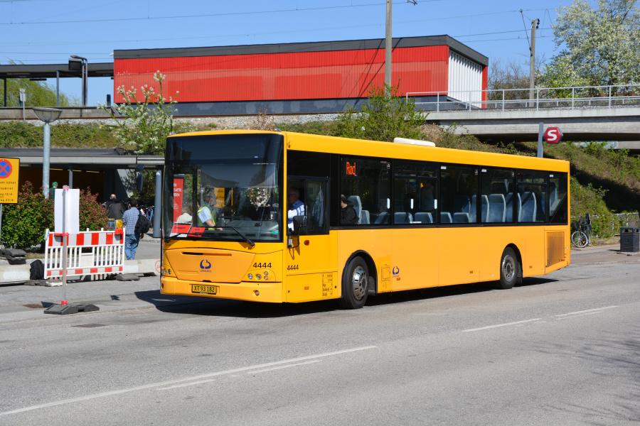 Lokalbus 4444/XT93182 ved Dyssegård Station den 23. april 2019