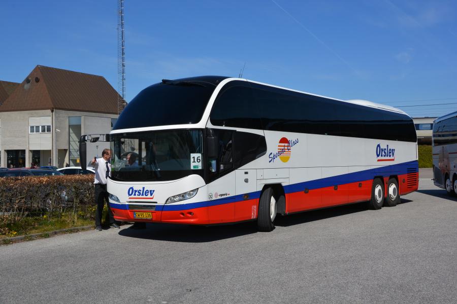 Egons Turist- og Minibusser 282/CW95136 ved Nyborg Station den 20. april 2019