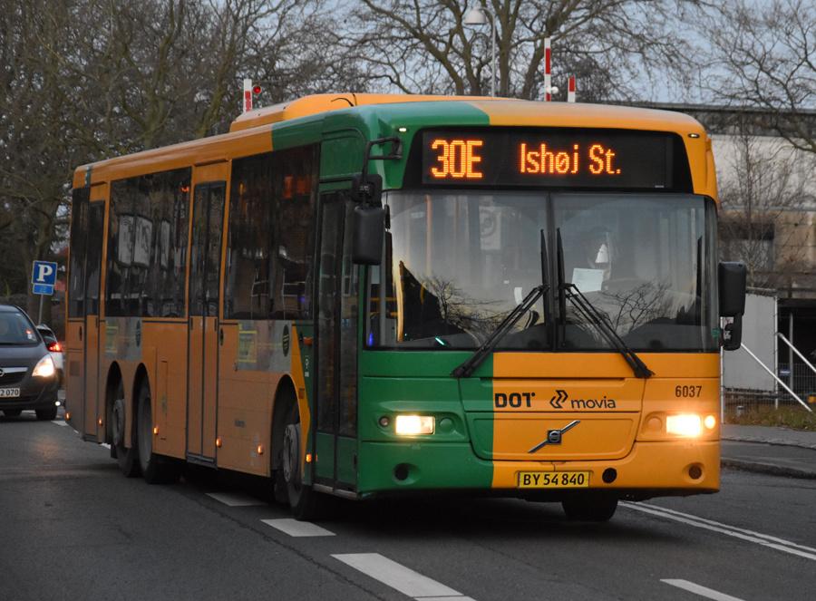 Nobina 6037/BY54840 på Toftebækvej i Lyngby den 16. december 2020