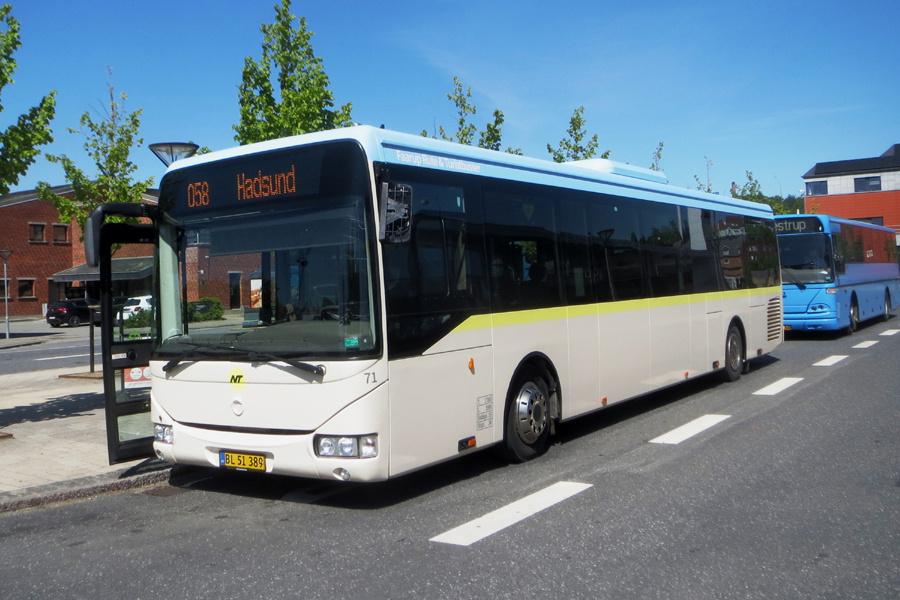 Faarup Rute- og Turistbusser 71/BL51389 på Hobro Rutebilstation den 31. maj 2021