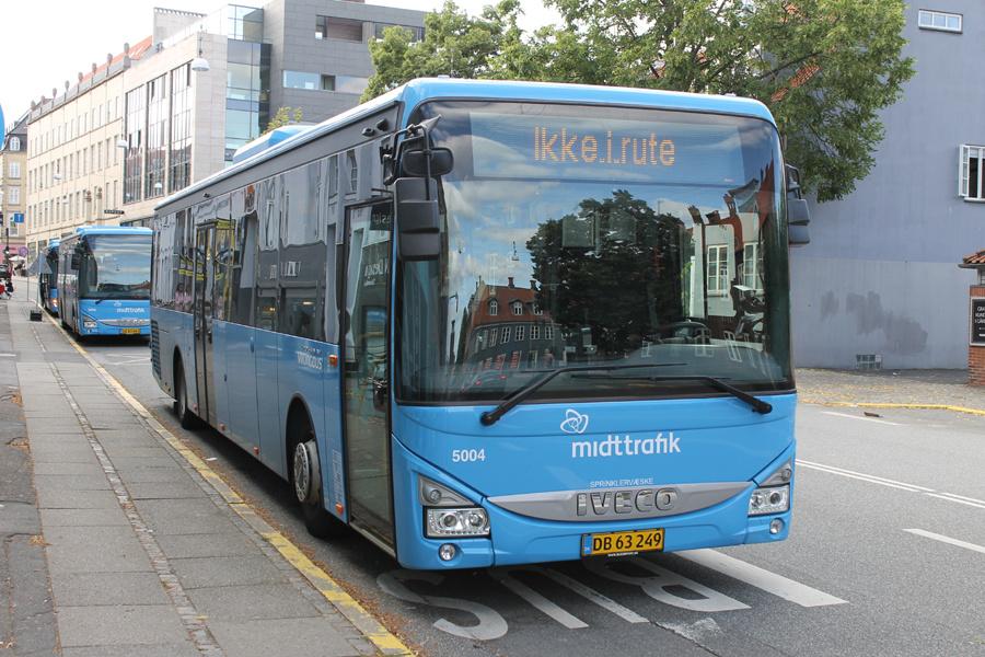 Brande Buslinier 5004/DB63249 på Sønder Allé i Aarhus den 2. august 2021
