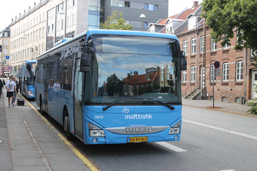 Brande Buslinier 5010/DB89863 på Sønder Allé i Aarhus den 2. august 2021