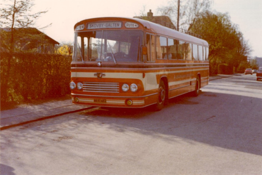 Strandgaards Rutebiler 11/AK97683 på Jeppe Aakjærsvej i Åbyhøj i april 1972
