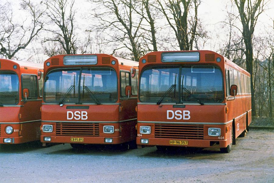 DSB 409/CB95893 og 404/HP96357 holder hensat i Skælskør den 12. april 1986
