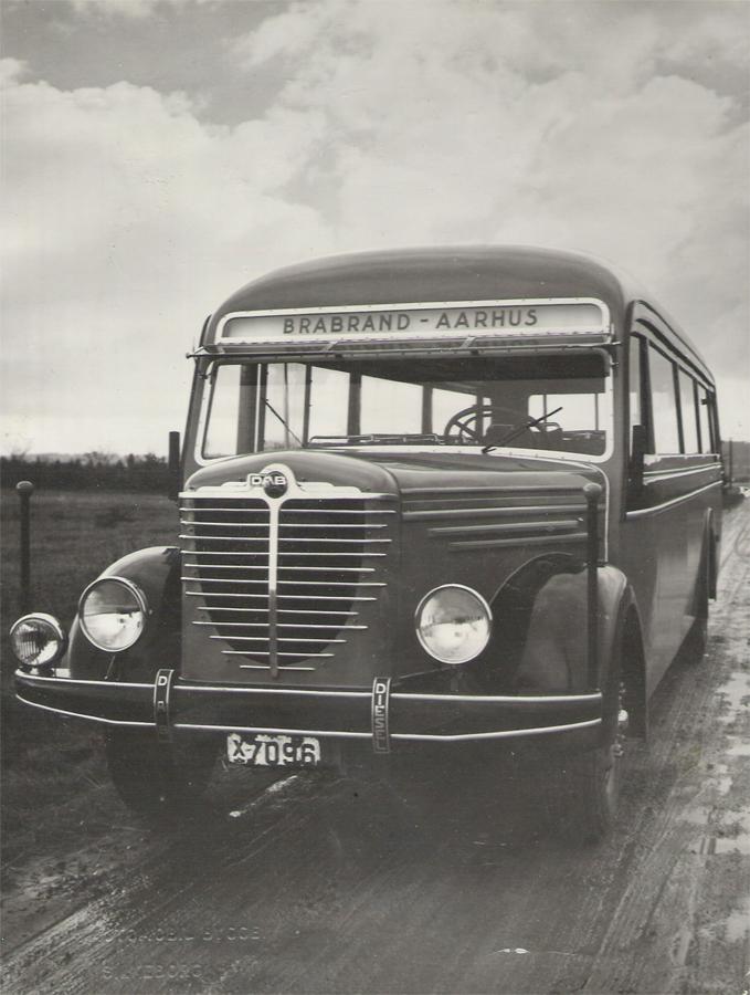 Strandgaards Rutebiler X26100 fabriksfoto fra DAB